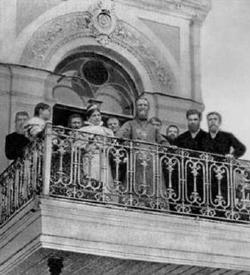 Св. прав. Иоанн Кронштадский на балконе дома в Санкт-Петребурге