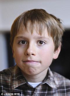 Родители считают, что сын делает успехи благодаря интенсивным занятиям по популярной сегодня методике поведенческой терапии