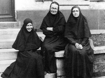 Мать Мария с сестрами