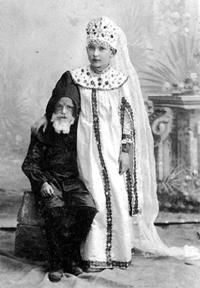 1899 г. Лиза с братом на празднике