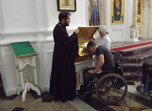 Картинки по запросу инвалид в храме