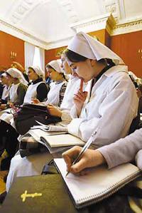 1-я градская больница первой в России возродила институт сестёр милосердия.  Практика показывает, что они дадут фору...