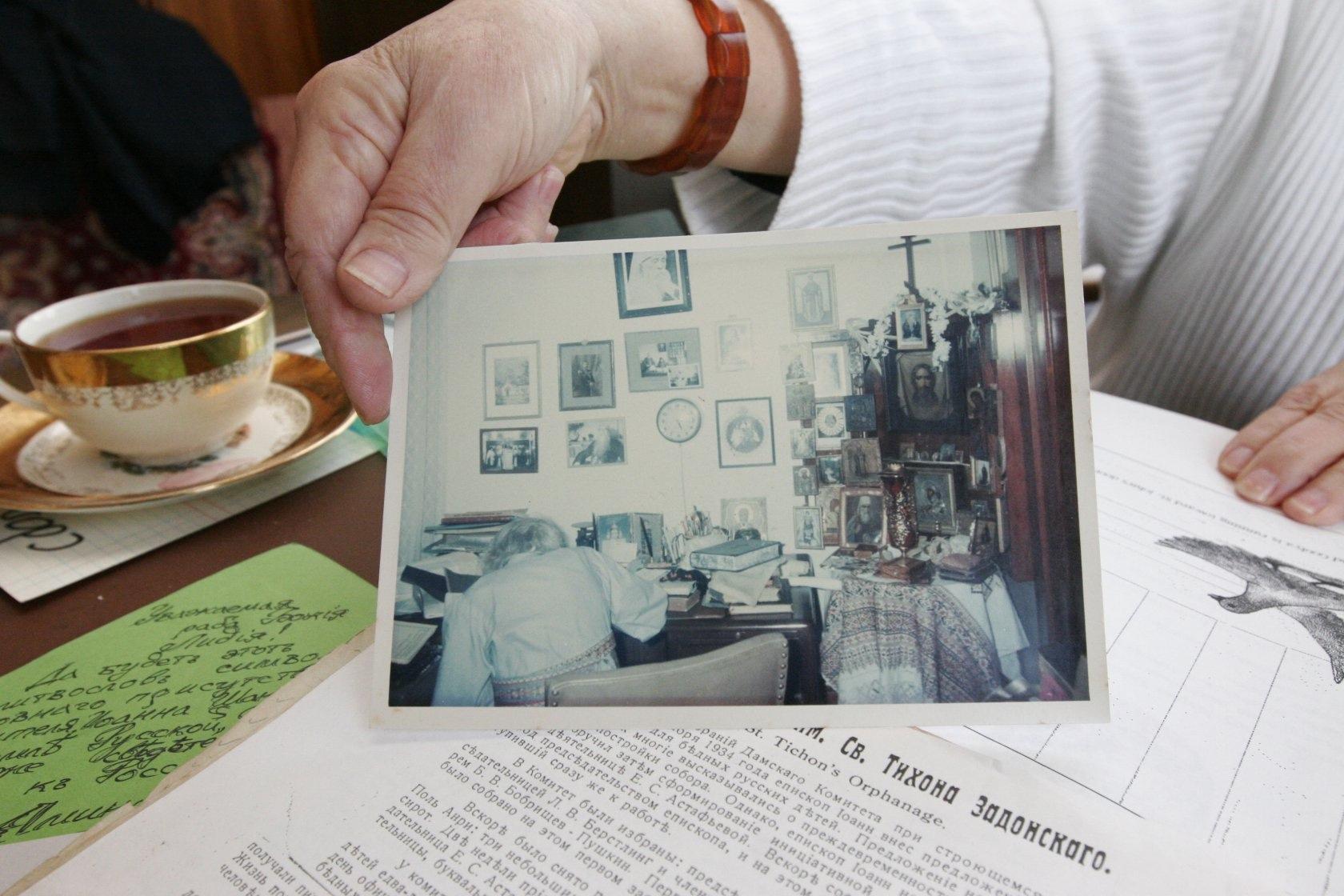 Фотография святителя Иоанна Шанхайского в своем кабинете в Сан-Франциско