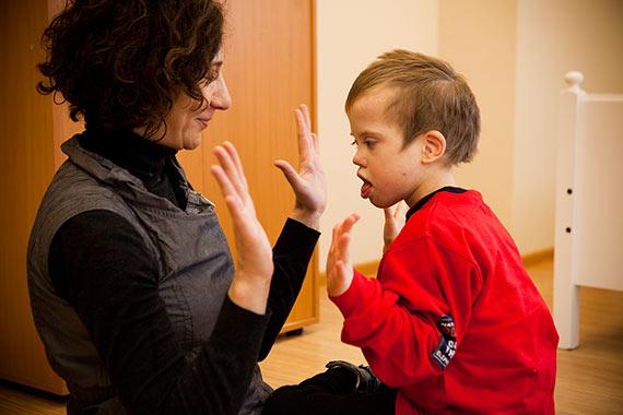 Ладушки с волонтером Катей Баштой