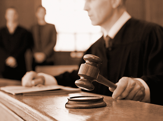 BTB71A Judge holding gavel in courtroom. Image shot 2010. Exact date unknown.