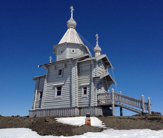 Храм Троицы Живоночальной на антарктическом острове Ватерлоо