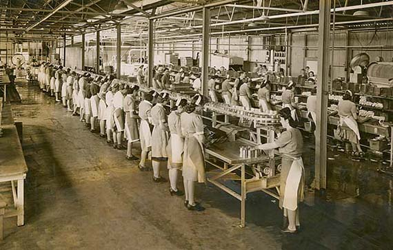 Women_working_in_a_cannery