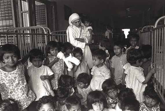 01 Jan 1976 --- Mother Teresa --- Image by © JP Laffont/Sygma/CORBIS