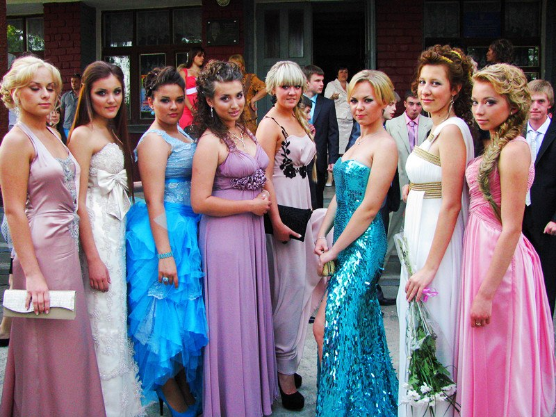 Фото выпускниц в вечерних платьев