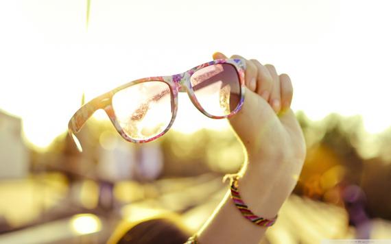 summer_sunglasses-wallpaper-1680x1050