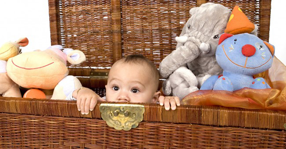 baby_child_toy_chest_stuffed_teddybears