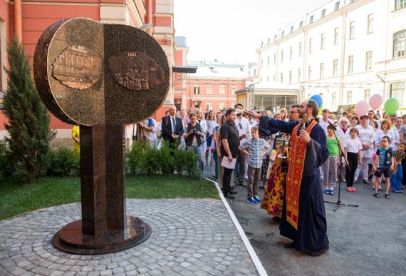 Заказать памятник спб о наличии лекарств цены на памятник на могилу белгород  мрамор