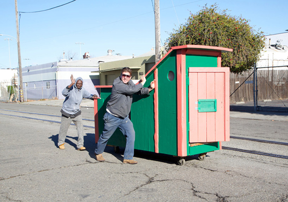 gregory-kloehn-turns-trash-into-vibrant-houses-for-the-homeless-designboom-02