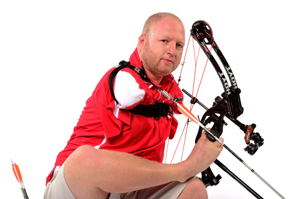 LOS ANGELES, CA - NOVEMBER 20: Paralympic archer Matt Stutzman poses for a portrait at the USOC Rio Olympics Shoot at Quixote Studios on November 20, 2015 in Los Angeles, California. (Photo by Harry How/Getty Images)