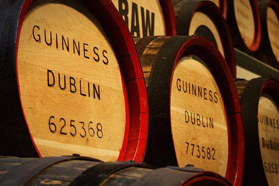 pivo-ginness-i-guinness-storehouse-v-dubline-beer-ireland
