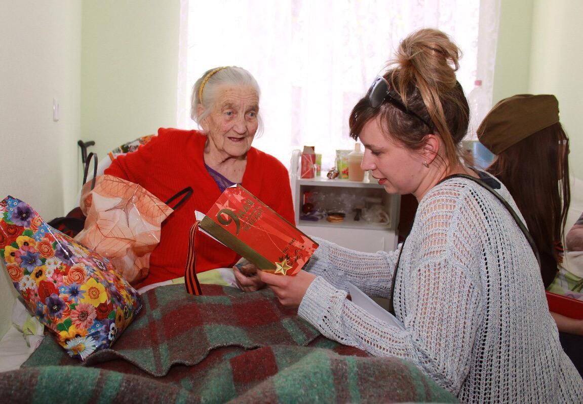 Картинки помощь детям и пожилым немцев так