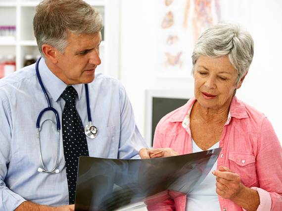 https://www.miloserdie.ru/wp-content/uploads/2017/09/male-doctor-elderly-female-patient-article.__v500666857.jpg?x41640