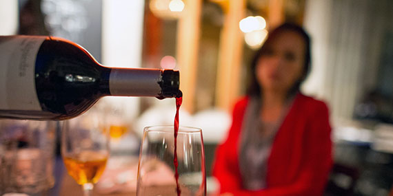 Почему люди пьют алкоголь: пять основных причин