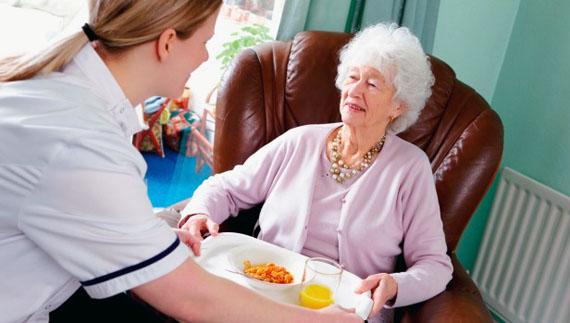 Помощница по дому для пожилых плата за проживание в доме престарелых