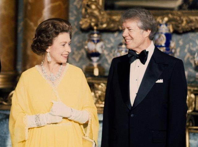 Королева Елизавета Вторая и Президент Джимми Картер в Букингемском Дворце. Лондон, 1977 год. Фото: PA Images/ТАСС