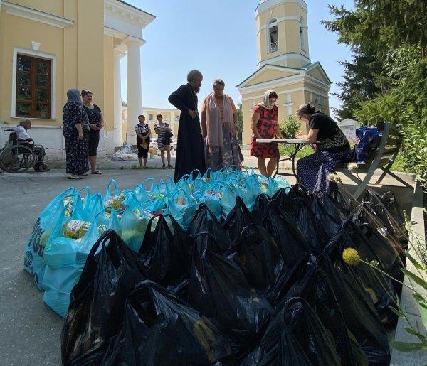 Епархии Русской Православной Церкви раздали нуждающимся семьям около 6500  продуктовых наборов | Милосердие.ru