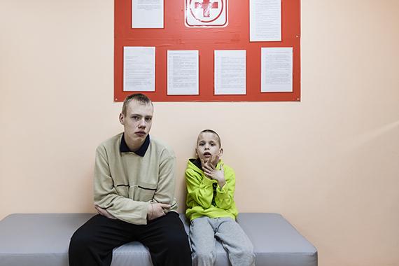 И комиссия, и врачи видят этого ребенка первый и последний раз в жизни и очень недолго.