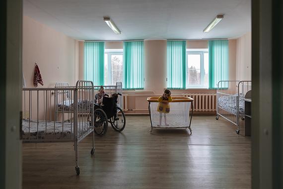 Семье, в которой родился ребенок инвалид, нужно помогать по трем параметрам: финансовому, психологическому и медицинскому