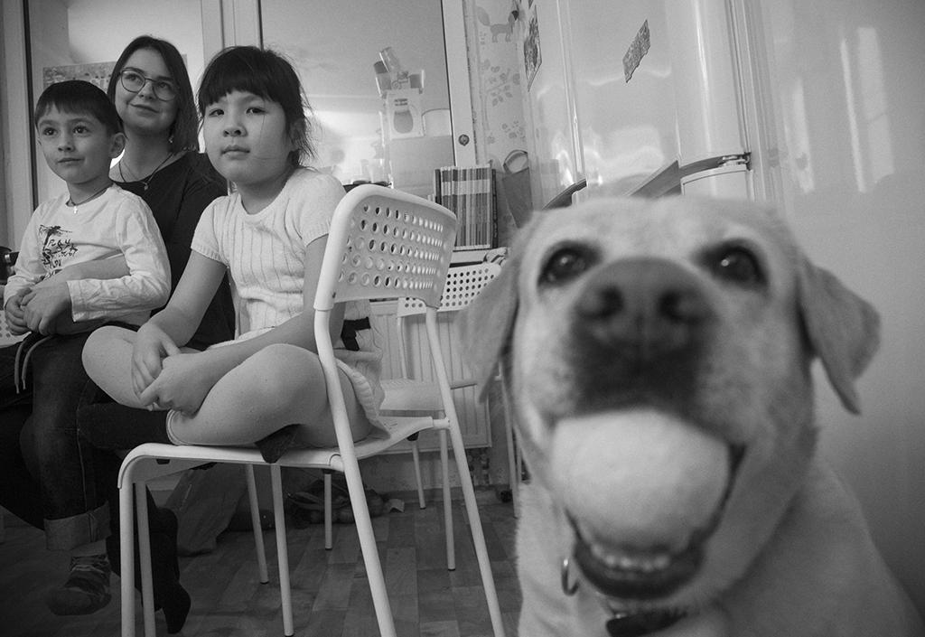 Ребенку кажется, что он попал в семейный мини-детский дом с обслугой на зарплате